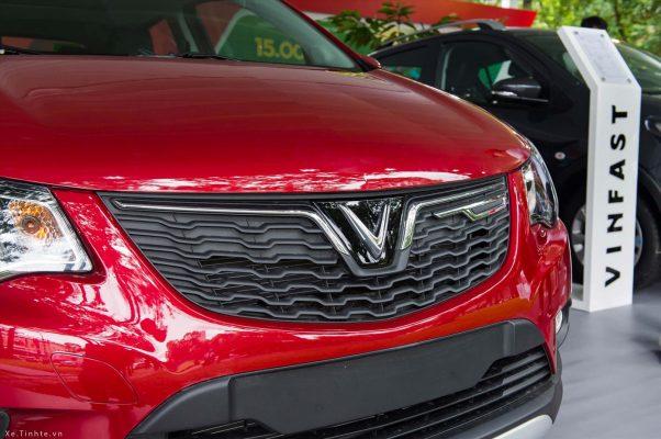 Fadil sở hữu lưới tản nhiệt gắn logo cách điệu từ chữ V