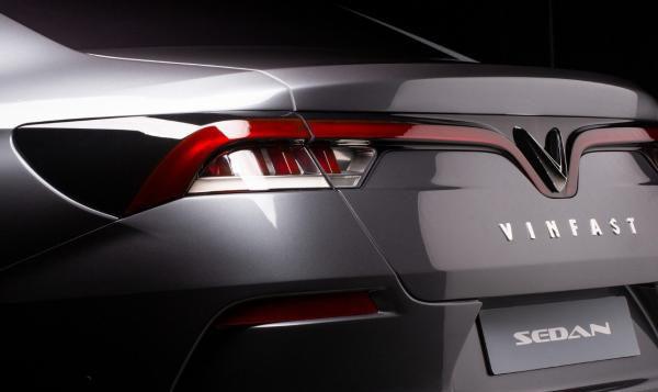 Phần đuôi xe VinFast Lux A2.0 Tiêu Chuẩn